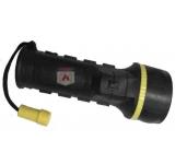 Đèn pin ánh sáng vàng chiếu trong điều kiện khói